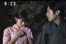 唐突に服を脱ごうとする宮崎さん